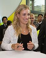 Tennis Profi ANGELIQUE KERBER (GER) bei einem Sponsoren Termin  in Muenchen,schreibt Autogramme.