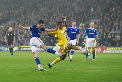 CARDIFF, WALES - Tuesday, January 24, 2012: Cardiff City's Don Cowie in action against Crystal Palace's Wilfried Zaha during the Football League Cup Semi-Final 2nd Leg at the Cardiff City Stadium. (Pic by David Rawcliffe/Propaganda)