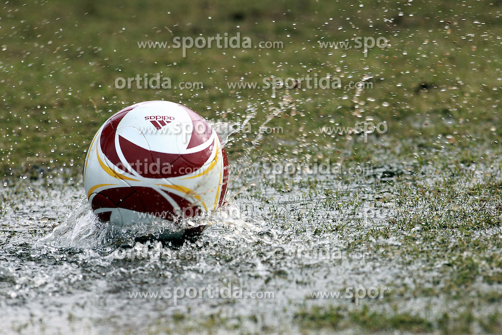 23.02.2010, Weserstadion, Bremen, GER,  1. FBL,  Werder Bremen, Training, im Bild Nasser Rasen, Wasser, Pfütze, Schuhe und Reflexionen. Feature. EXPA Pictures © 2010, PhotoCredit: EXPA/ nph/  Arend / for Slovenia SPORTIDA PHOTO AGENCY.