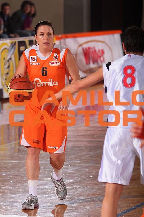 DESCRIZIONE : Schio Lega A1 Femminile 2007-08 Coppa Italia Semifinale Levoni Taranto Famila Wuber Schio <br /> GIOCATORE : Deanne Butler <br /> SQUADRA : Famila Wuber Schio <br /> EVENTO : Campionato Lega A1 Femminile 2007-2008 <br /> GARA : Levoni Taranto Famila Wuber Schio <br /> DATA : 15/03/2008 <br /> CATEGORIA : Palleggio <br /> SPORT : Pallacanestro <br /> AUTORE : Agenzia Ciamillo-Castoria/S.Silvestri <br /> Galleria : Lega Basket Femminile 2007-2008 <br />Fotonotizia : Schio Campionato Italiano Femminile Lega A1 2006-2007 Coppa Italia Semifinale Levoni Taranto Famila Wuber Schio <br />Predefinita :