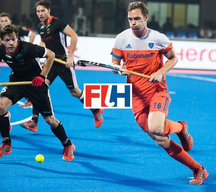 BHUBANESWAR - Mirco Pruyser (Ned) tijdens de Hockey World League Finals , de kwartfinale wedstrijd Duitsland-Nederland (3-3).Duitsland wint na shoot-outs.  links Phillipp Huber (Ger)  COPYRIGHT KOEN SUYK