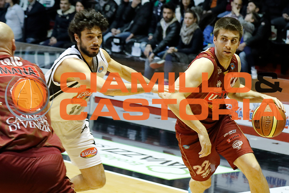 DESCRIZIONE : Caserta Lega A 2014-15 Pasta Reggia Caserta Umana Venezia<br /> GIOCATORE : Jeff Viggiano<br /> CATEGORIA : palleggio<br /> SQUADRA : Umana Venezia<br /> EVENTO : Campionato Lega A 2014-2015<br /> GARA : Pasta Reggia Caserta Umana Venezia<br /> DATA : 22/03/2015<br /> SPORT : Pallacanestro <br /> AUTORE : Agenzia Ciamillo-Castoria/A. De Lise<br /> Galleria : Lega Basket A 2014-2015 <br /> Fotonotizia : Caserta Lega A 2014-15 Pasta Reggia Caserta Umana Venezia