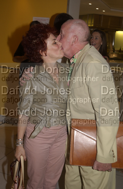 Ruby Wax and richard Wilson. The People are Friendly production and Royal Court Summer party. Party after at John Lewis. 17 June 2002. © Copyright Photograph by Dafydd Jones 66 Stockwell Park Rd. London SW9 0DA Tel 020 7733 0108 www.dafjones.com