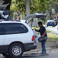 Toluca, México (Diciembre 05, 2016).- Los contenedores de basura instalados en Paseo Matlatzincas son ya insuficientes por la gran cantidad de desechos que llegan a estos sobre todo los lunes.  Agencia MVT / José Hernández