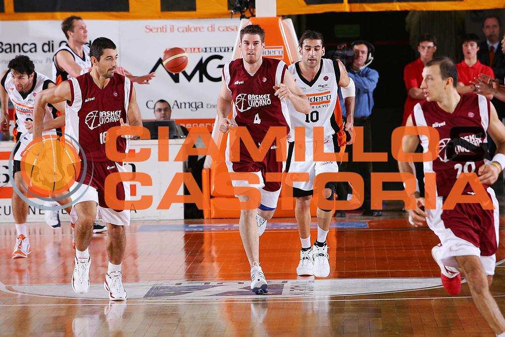 DESCRIZIONE : Udine Lega A1 2005-06 Snaidero Udine Basket Livorno <br /> GIOCATORE : Phillips <br /> SQUADRA : Basket Livorno <br /> EVENTO : Campionato Lega A1 2005-2006 <br /> GARA : Snaidero Udine Basket Livorno <br /> DATA : 25/11/2005 <br /> CATEGORIA : Esultanza <br /> SPORT : Pallacanestro <br /> AUTORE : Agenzia Ciamillo-Castoria/S.Silvestri