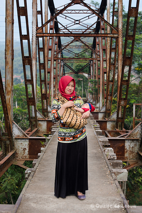 Woman with here child on a old railway bridge, dating back from the dutch colonial period. Bandung, West Java