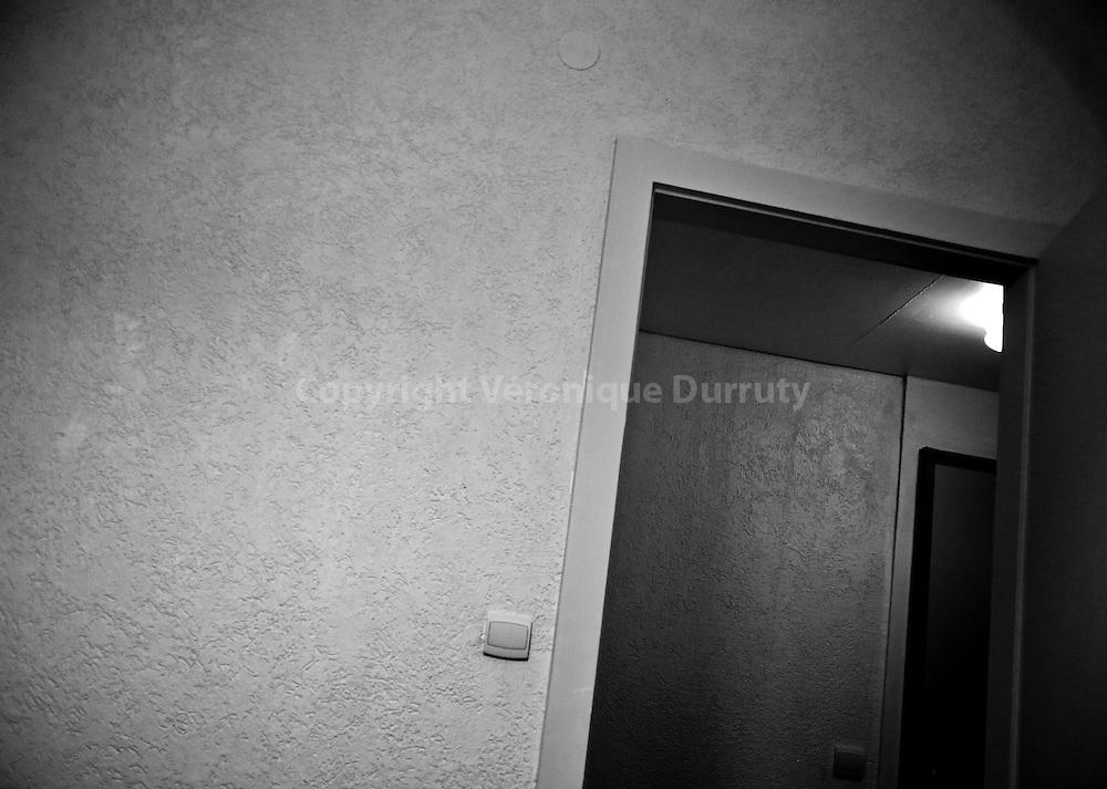 My Room, 2015<br /> <br /> 15 cm x 21 cm<br /> tirage pigmentaire sur papier Hahnem&uuml;hle baryt&eacute;<br /> s&eacute;rie limit&eacute;e &agrave; 3 exemplaires num&eacute;rot&eacute;s et sign&eacute;s<br /> <br /> contact v.durruty@gmail.com<br /> <br /> <br /> Hotel; Metz, France