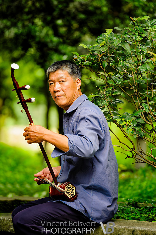 An Erhu player in Yangshuo Park, Yangshuo, China