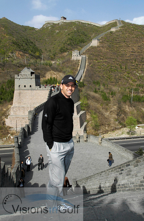 19 April 2005. Johnnie Walker Classic, Pine Valley Golf Club, Beijing, China. Spain's Sergio Garcia poses for a photo on the Great Wall of China. <br />
