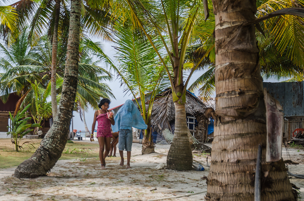 Kuna Yala, San Blas - Panama 04-2014<br /> Photography by Aaron Sosa<br /> <br /> Guna Yala, formerly known as San Blas, is an indigenous province in northeast Panama (Official Gazette of Panama). Guna Yala is home to the indigenous group known as the Gunas. Its capital is El Porvenir. It is bounded on the north by the Caribbean Sea, on the south by the Dari&eacute;n Province and Embera-Wounaan, on the east by Colombia and on the west by the province of Col&oacute;n.
