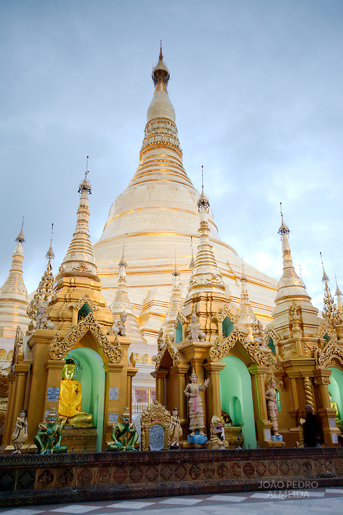 Main stupa of the Shwedagon Pagoda