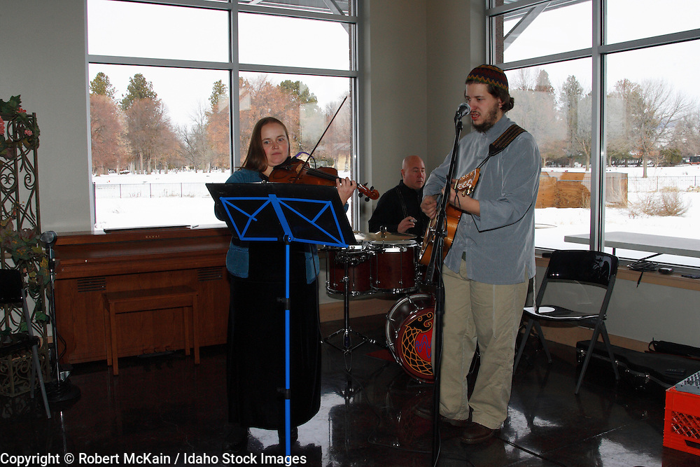 IDAHO. Boise. Jewish folk musicians at Bat Mitzvah celebration. December 2008. #pa080721 MR