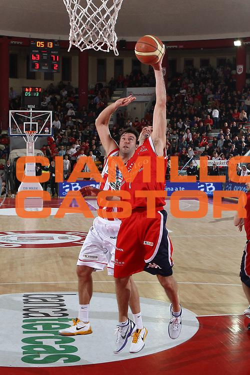 DESCRIZIONE : Teramo Lega A 2010-11 Banca Tercas Teramo Angelico Biella<br /> GIOCATORE : Matteo Soragna<br /> SQUADRA : Angelico Biella<br /> EVENTO : Campionato Lega A 2010-2011<br /> GARA : Banca Tercas Teramo Angelico Biella<br /> DATA : 30/01/2011<br /> CATEGORIA : tiro<br /> SPORT : Pallacanestro<br /> AUTORE : Agenzia Ciamillo-Castoria/C.De Massis<br /> Galleria : Lega Basket A 2010-2011<br /> Fotonotizia : Teramo Lega A 2010-11 Banca Tercas Teramo Angelico Biella<br /> Predefinita :