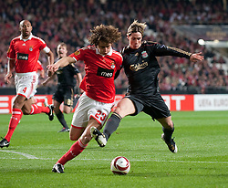 01.04.2010, Estadio da Luz, Lissabon, POR, UEFA Europa League, SL Benfica vs Liverpool FC, im Bild Liverpool's Fernando Torres and SL Benfica's David Luiz during the UEFA Europa League Quarter-Final 1st Leg match at the Estadio da Luz. EXPA Pictures © 2010, PhotoCredit: EXPA/ Propaganda/ D. Rawcliffe / SPORTIDA PHOTO AGENCY