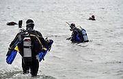 Nederland, Slijk-Ewijk, 28-8-2011Duikers van een duiksportvereniging gaan de bodem van een recreatieplas schoonmaken.Foto: Flip Franssen/Hollandse Hoogte