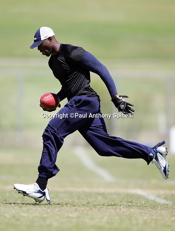 OXNARD, CA - AUGUST 9:  Despite an injury, wide receiver Terrell Owens #81 of the Dallas Cowboys goes out for a pass after the Dallas Cowboys training camp on August 9, 2006 in Oxnard, California. ©Paul Anthony Spinelli *** Local Caption *** Terrell Owens