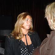 """NLD/Amsterdam/20060427 - Boekpresentatie Karin Bloemen """"Nooit meer buitenspel"""", partner Aaron Winter, Yvonne Roose"""