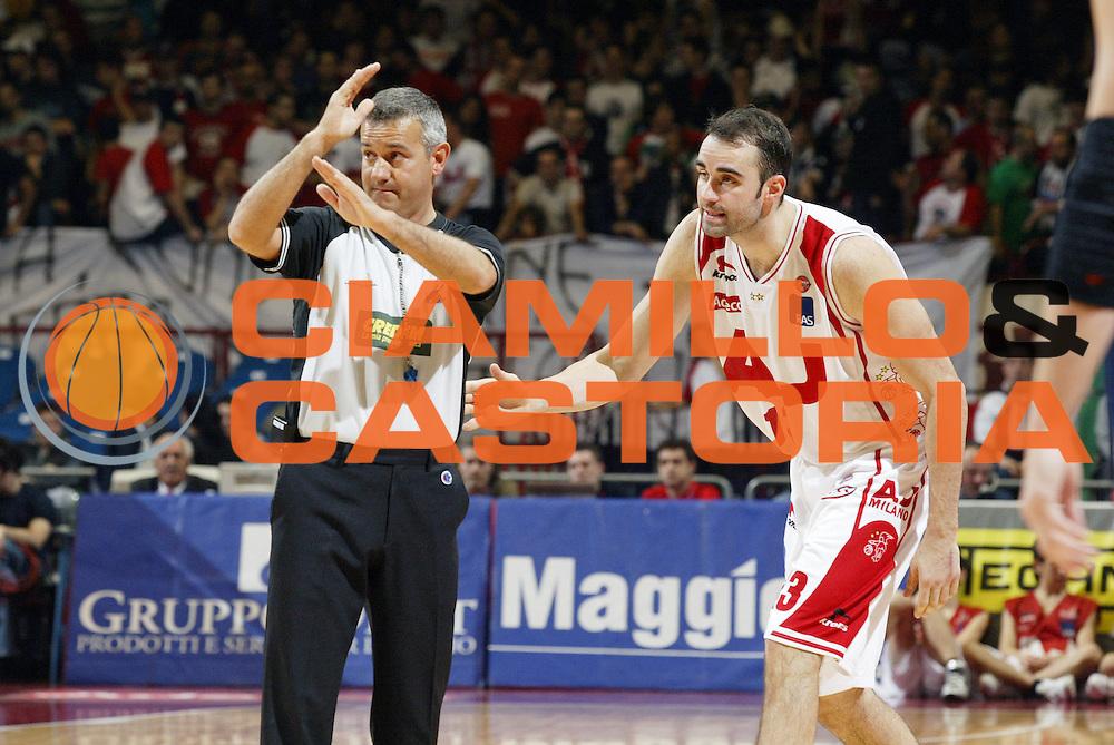 DESCRIZIONE : Milano Lega A1 2005-06 Armani Jeans Olimpia Milano Climamio Fortitudo Bologna<br /> GIOCATORE : Arbitro Fajardo<br /> SQUADRA : Armani Jeans Olimpia Milano<br /> EVENTO : Campionato Lega A1 2005-2006 <br /> GARA : Armani Jeans Olimpia Milano Climamio Fortitudo Bologna<br /> DATA : 02/04/2006 <br /> CATEGORIA : Delusione <br /> SPORT : Pallacanestro <br /> AUTORE : Agenzia Ciamillo-Castoria/G.Cottini
