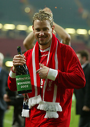 CARDIFF, WALES - Sunday, March 2, 2003: Liverpool's Stephane Henchoz celebrates victory over Manchester United with a bottle of champagne during the Football League Cup Final at the Millennium Stadium. (Pic by David Rawcliffe/Propaganda)