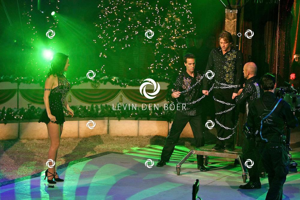 HELMOND - In de tent van Circus Herman Renz werden de opnames van de RTL4 KidsRights KerstSterrenCircus opgenomen. Met op de foto Marjolein Keuning en Ferry Somogyi. FOTO LEVIN DEN BOER / PERSFOTO.NU