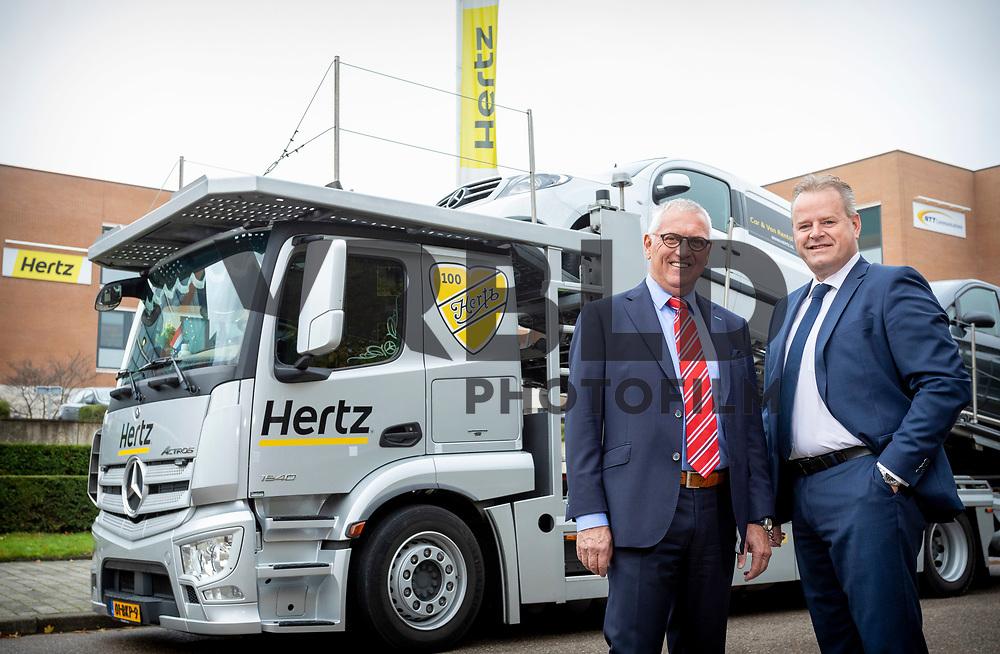 Vrienden en zakelijk partners Henk van den Helder vanHertz Benelux en Flip Janssen van GomesTrucks.