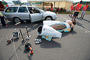 Damjan Zubovnik maakt zich klaar voor een testrun in de Eivie. In Duitsland worden op de Dekrabaan bij Schipkau recordpogingen gedaan met speciale ligfietsen tijdens een speciaal recordweekend.<br /> <br /> Damjan Zubovnik is getting ready for a test run in the Eivie. In Germany at the Dekra track near Schipkau cyclists try to set new speed records with special recumbents bikes at a special record weekend.