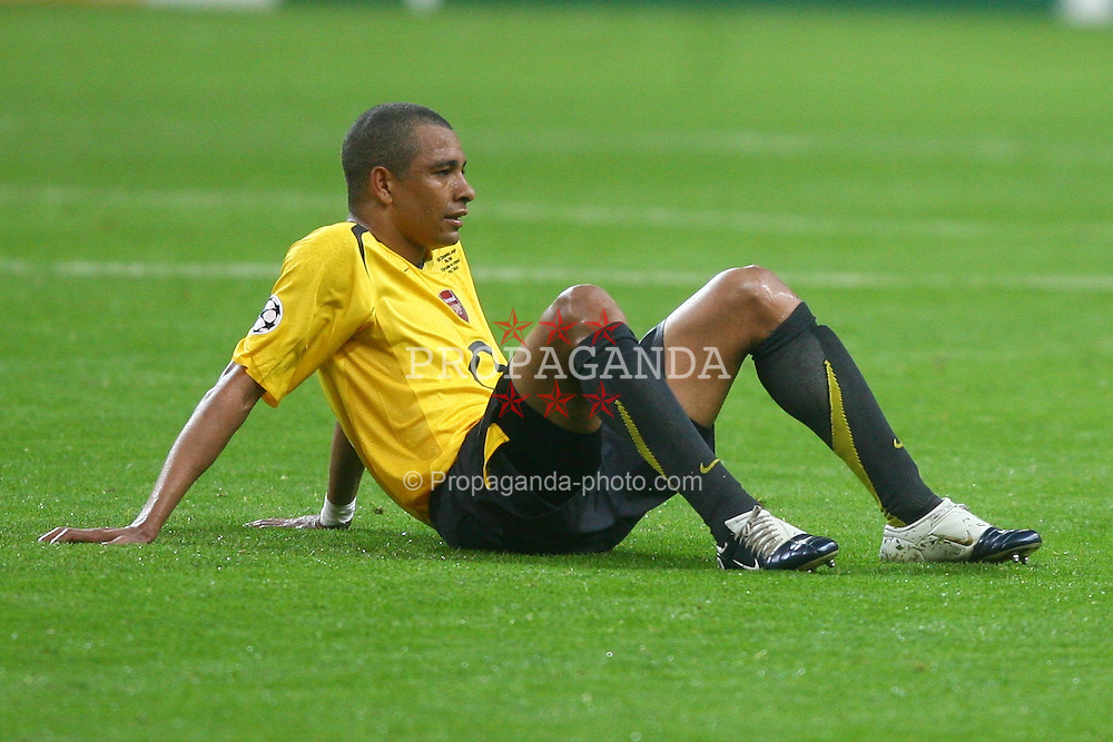 PARIS, FRANCE - WEDNESDAY, MAY 17th, 2006: Arsenal's Gilberto Silva collapses dejected after losing 2-1 to FC Barcelona during the UEFA Champions League Final at the Stade de France. (Pic by David Rawcliffe/Propaganda)