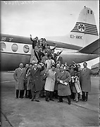 06/04/1959<br /> 04/06/1959<br /> 06 April 1959<br /> Italian and Swiss journalists arrival on inaugural Rome-Dublin flight at Dublin Airport. Special for Aer Lingus.