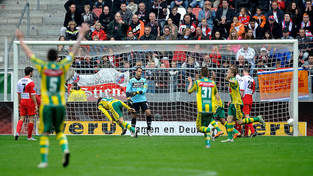 03-04-2011 VOETBAL: FC UTRECHT - ADO DEN HAAG: UTERCHT<br /> (L-R) Aleksandar Radosavljevic scores 2-1, keeper Michael Vorm, Tim Cornelisse,Jacob Lensky<br /> &copy; Ronald Hoogendoorn Photography