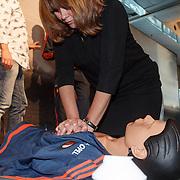 NLD/Rotterdam/20151207 - Reanimatiecursus Feyenoord selectie + bn'ers leren samen reanimeren, Astrid Kerssenboom