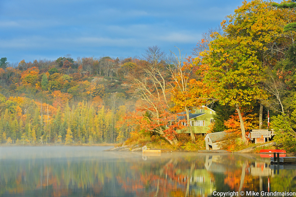 Cottage on Horseshoe Lake in morning fog<br /> Horseshoe Lake<br /> Ontario<br /> Canada