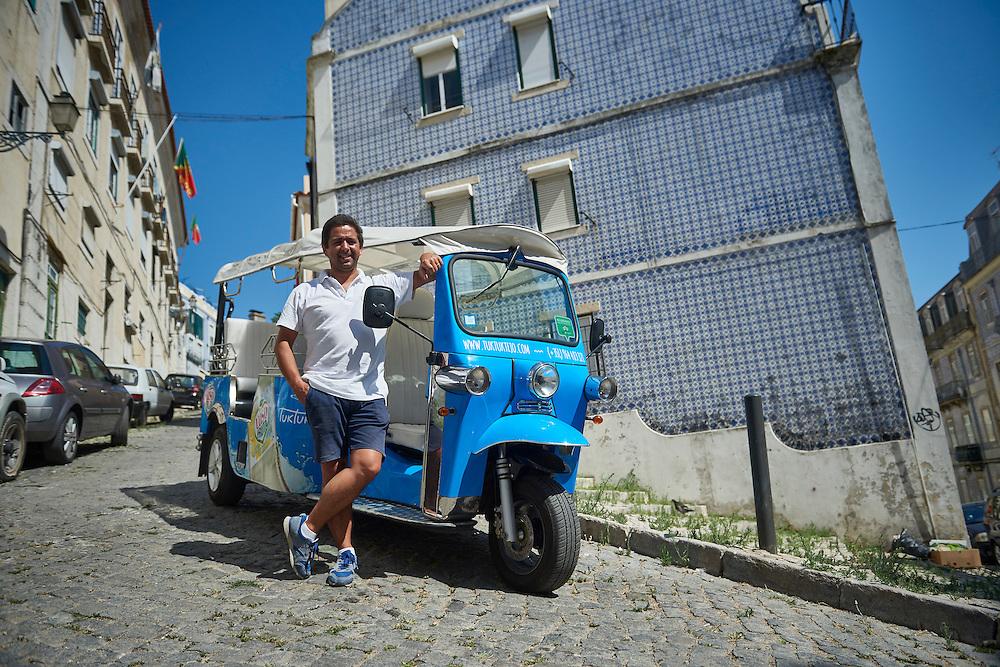 Lisboa, 11/08/2016 - Bruno Perry Gouveia abriu em 2014 a empresa tur&iacute;stica &quot;TukTukTejo&quot; depois de 14 anos a trabalhar no ramo da constru&ccedil;&atilde;o civil como director de obras.<br /> (Paulo Alexandrino / Global Imagens)