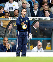 Photo: Jed Wee.<br />Leeds United v Southend United. Coca Cola Championship. 28/10/2006.<br /><br />Leeds' new manager Dennis Wise shouts instructions from the touchline.