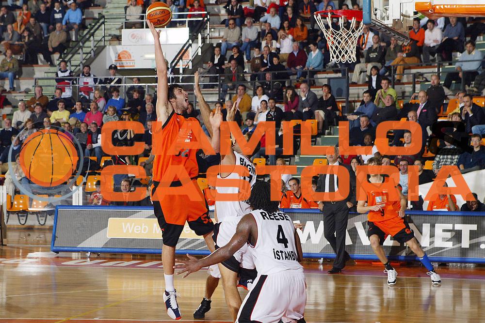 DESCRIZIONE : Udine Uleb Cup 2006-07 Snaidero Udine Besiktas Istanbul <br /> GIOCATORE : Zacchetti <br /> SQUADRA : Snaidero Udine <br /> EVENTO : Uleb 2006-2007 <br /> GARA : Snaidero Udine Besiktas Istanbul <br /> DATA : 07/11/2006 <br /> CATEGORIA : Tiro <br /> SPORT : Pallacanestro <br /> AUTORE : Agenzia Ciamillo-Castoria/S.Silvestri <br /> Galleria : Uleb Cup 2006-2007 <br /> Fotonotizia : Udine Uleb Cup 2006-2007 Snaidero Udine Besiktas Istanbul <br /> Predefinita :