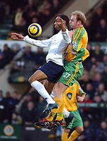 Fotball<br /> Premier League England 2004/2005<br /> Foto: SBI/Digitalsport<br /> NORWAY ONLY<br /> <br /> Norwich City v Tottenham Hotspur<br /> 26/12/2004.<br /> <br /> Norwich's Gary Doherty and Spurs' Frederic Kanoute