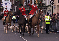 .TTP11-AP-BOXING DAY HUNT-DIG..PIC BY ANDREW PARSONS . BOXING DAY HUNT IN MALDON , ESSEX. THE ESSEX FARMERS HUNT STARTS IN MALDON HIGH ST . Boxing Day Hunt in Maldon, Essex. .The Essex farmers hunt starts in Maldon High St. 2000 .Photo by Andrew Parsons/i-Images....