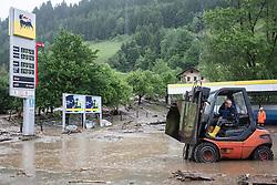 02.06.2013, B311, Hoegmoos, AUT, Pinzgau starke Regenfaelle, im Bild sogar Hubstabler kommen bei den Aufraeumarbeiten beim Murenabgang an der B311 bei Hoegmoos zum Einsatz. Die Strasse wurde fuer den Verkehr gesperrt. Starkregen sorgt derzeit vor allem in Tirol, Oberoesterreich und Salzburg für massive Überflutungen, Vermurungen und Hangrutsche // Parts of Pinzgau were declared a disaster area. Heavy rain is currently making, especially in Tyrol, Upper Austria and Salzburg for massive flooding, mudslides and landslides, Hoegmoos, Austria on 2013/06/02. EXPA Pictures © 2012, PhotoCredit: EXPA/ Juergen Feichter