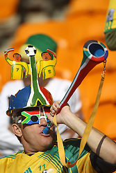 11-06-2010 VOETBAL: FIFA WORLDCUP 2010 ZUID AFRIKA - MEXICO: JOHANNESBURG<br /> De openingswedstrijd van het WK heeft geen winnaar opgeleverd.<br /> Begeleid door de sonore klank van de vuvuzela's op de tribunes in Johannesburg speelden Zuid-Afrika en Mexico met 1-1 gelijk / support publiek<br /> ©2010-FRH- NPH/  Mark Atkins (Netherlands only)