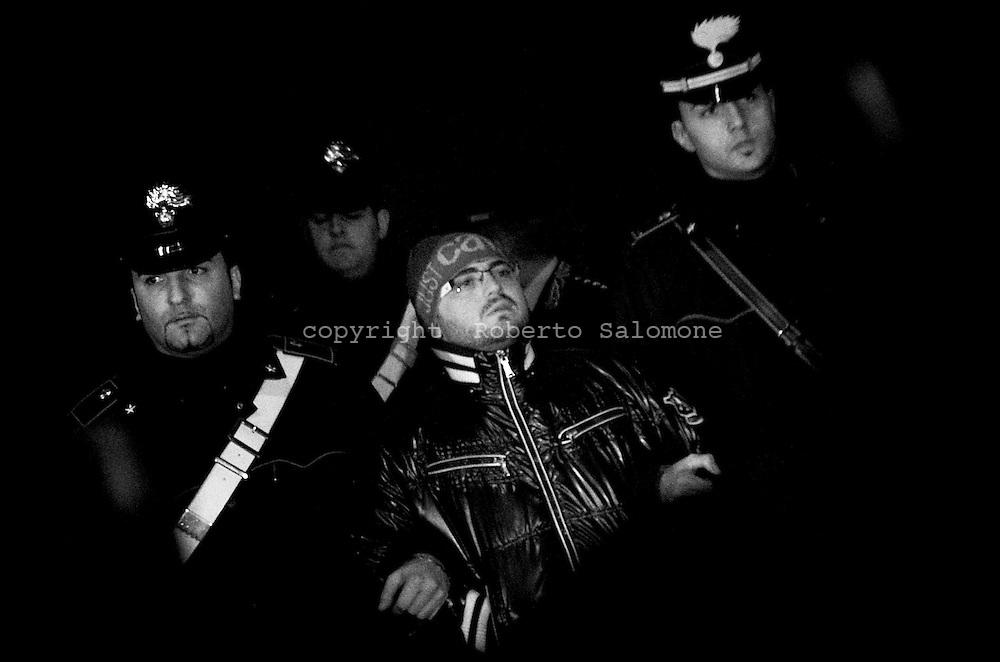 Napoli, Italia - 26 novembre 2009. Blitz dei Carabinieri di Napoli tra i comuni di Cercola e ponticelli. L'operazione ha portato all'arresto di diverse persone legate alla camorra accusate di estorsione.<br /> Ph. Roberto Salomone Ag. Controluce<br /> ITALY, Naples - Carabinieri operation brought to the arrest of neapolitan mafia members on November 26, 2009.