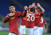 Fotball<br /> Italia<br /> Foto: Inside/Digitalsport<br /> NORWAY ONLY<br /> <br /> 09.01.2010<br /> roma v chievo<br /> <br /> Pizarro saluta i tifosi dopo la vittoria della Roma