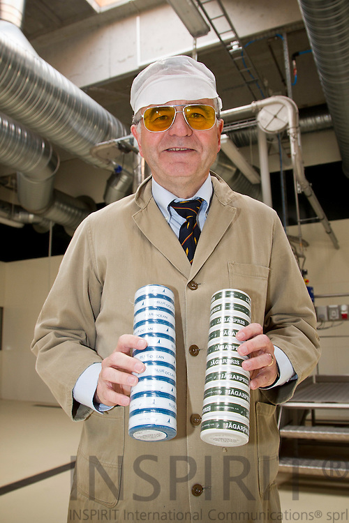 CEO Georg Gundersen with the only two product, Blue Ocean and Jagerpris, his Danish snus factory AG Snus produces. Both are portionsnus and only eksported. PHOTO: ERIK LUNTANG / INSPIRIT Photo.