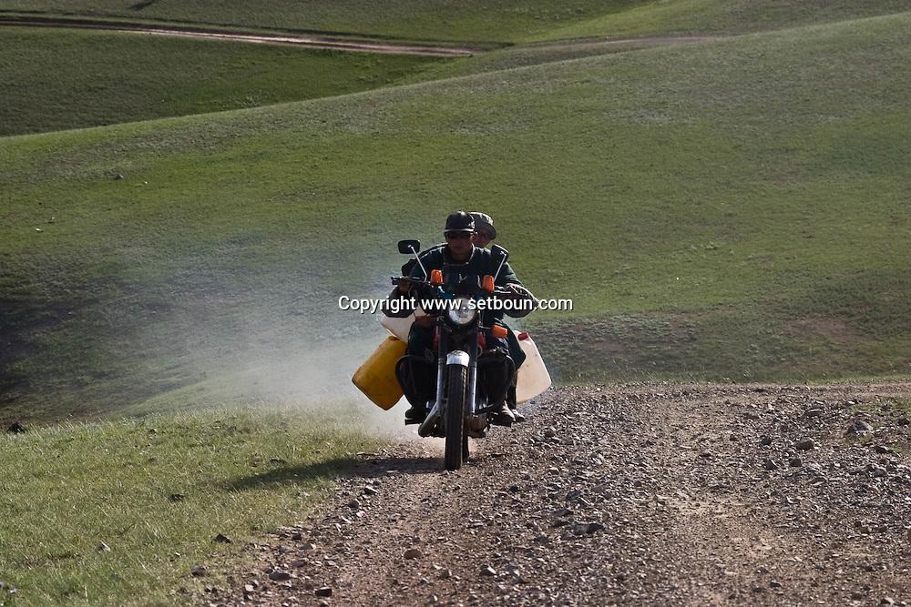 Mongolia. motorbike in The Orkhon river  valley    Hahorin - Mongolia  near water falls / nomade a moto dans la vallée de l'Orkhon    Karakorum - Mongolie pres des chutes d eau / L0009350D