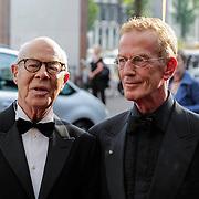 NLD/Amsterdam/201200704 - Inloop Koninging Beatrix bij afscheid Hans van Manen, hans en partner Henk van Dijk