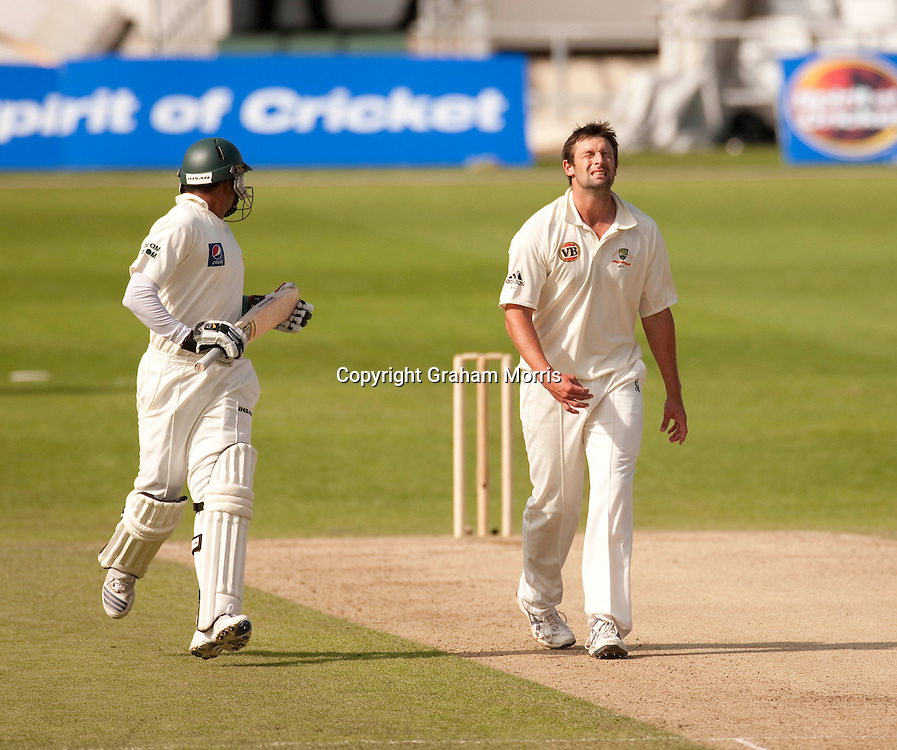 Bowler Ben Hilfenhaus during the second MCC Spirit of Cricket Test Match between Pakistan and Australia at Headingley, Leeds.  Photo: Graham Morris (Tel: +44(0)20 8969 4192 Email: sales@cricketpix.com) 23/07/10