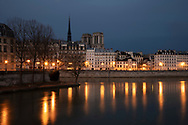 A night view of the Il de la Cite, Note Dame and the Siene, Paris, France, Europe
