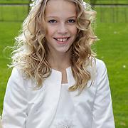 NLD/Staverden/20121004- Huwelijk schaatsster Marianne Timmer met voetbalkeeper Henk Timmer, bruidsmeisjes met oa Henk's dochter Isa