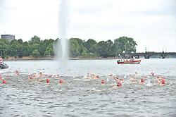 17.07.2010, Hamburg, GER, Triathlon, Dextro Energy Triathlon ITU World Championship, Jedermaenner,  im Bild die Schwimmer im Wasser in der Binnenalster.EXPA Pictures © 2010, PhotoCredit: EXPA/ nph/  Witke / SPORTIDA PHOTO AGENCY