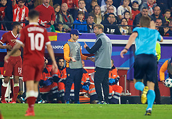 SEVILLE, SPAIN - Tuesday, November 21, 2017: Liverpool's manager Jürgen Klopp challenges a ball-boy during the UEFA Champions League Group E match between Sevilla FC and Liverpool FC at the Estadio Ramón Sánchez Pizjuán. (Pic by David Rawcliffe/Propaganda)