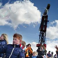 Nederland, Amsterdam , 27 april 2015.<br /> Vrijmarkt en plezier tijdens Koningsdag op NDSM terrein in Amsterdam Noord.<br /> Foto:Jean-Pierre Jans