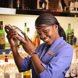 Bar man. Bar woman. HCTA Hotel de Convenções de Talatona, Bar Brent's. Luanda, Angola.